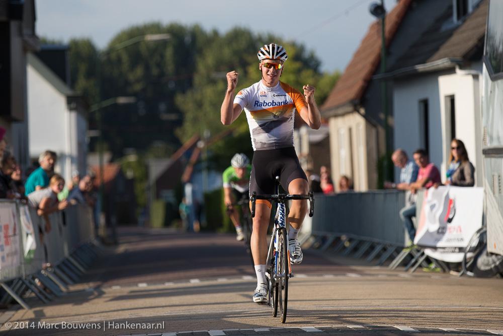 Ivar Slik wint de Ronde van Hank bij de elite.